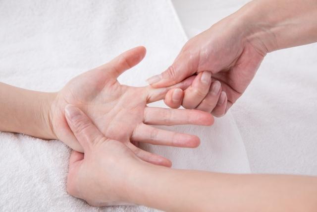 「指」のむくみ解消マッサージ