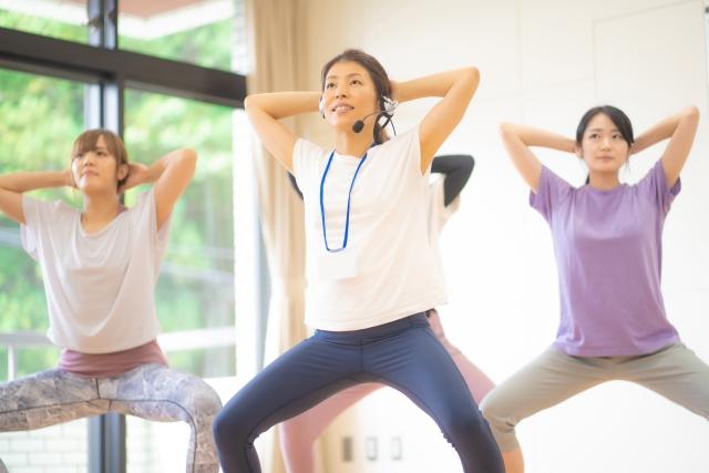 ウォーキングやジョギング、スクワットなど、リズムで動く運動でセロトニンが増えるそうです。
